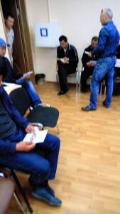 Раздача памяток в отделе по работе с трудовыми мигрантами УВМ УМВД России по Липецкой области