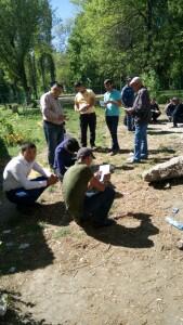 Раздача памяток у отдела по работе с трудовыми мигрантами УВМ УМВД России по Липецкой области